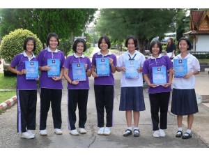 ข่าวประชาสัมพันธ์ : ผู้อำนวยการโรงเรียนสา มอบเกียรติบัตรยุวกาชาดที่เข้าร่วมกิจกรรมชุมนุมยุวกาชาด 4 ภูมิภาค